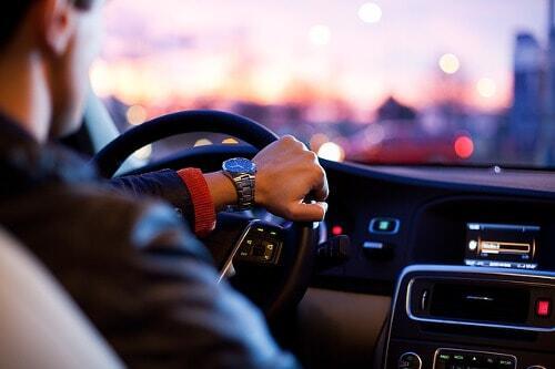Indolenzimento schiena: cosa fare se sei in auto