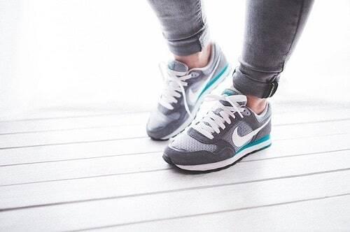 Stretching tibiale anteriore: i benefici per la gamba